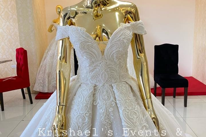 NEW ARRIVAL!!! ON HAND!!!  Class AA Wedding Gown. Available for 1st user rent or...