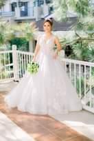 Bild könnte enthalten: 1 Person, steht, Hochzeit und im Freien